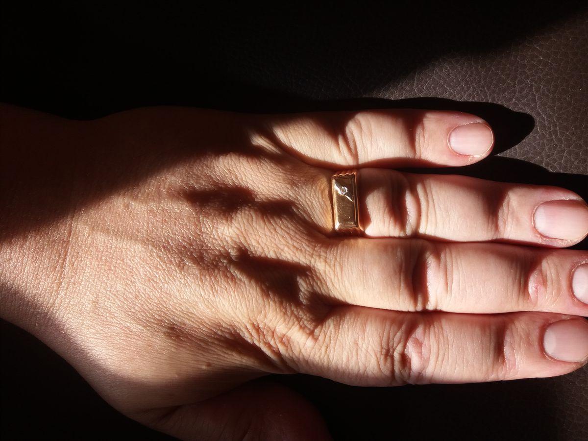 Супер мужское кольцо! Смотрится достойно ! Цена - качество соответствуют !!