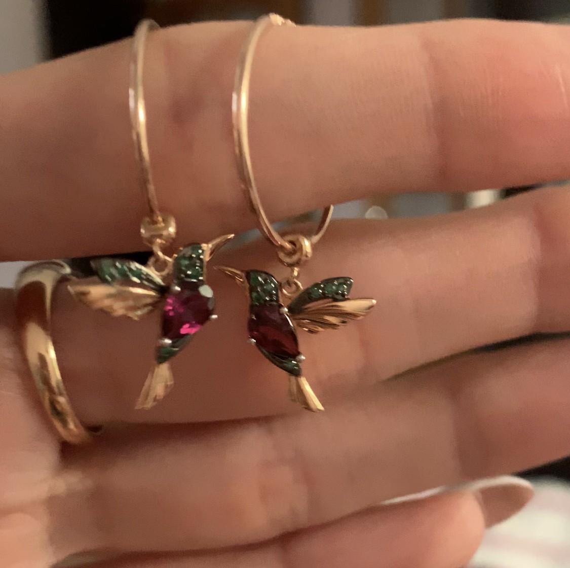 Потрясающие золотые серьги с колибри