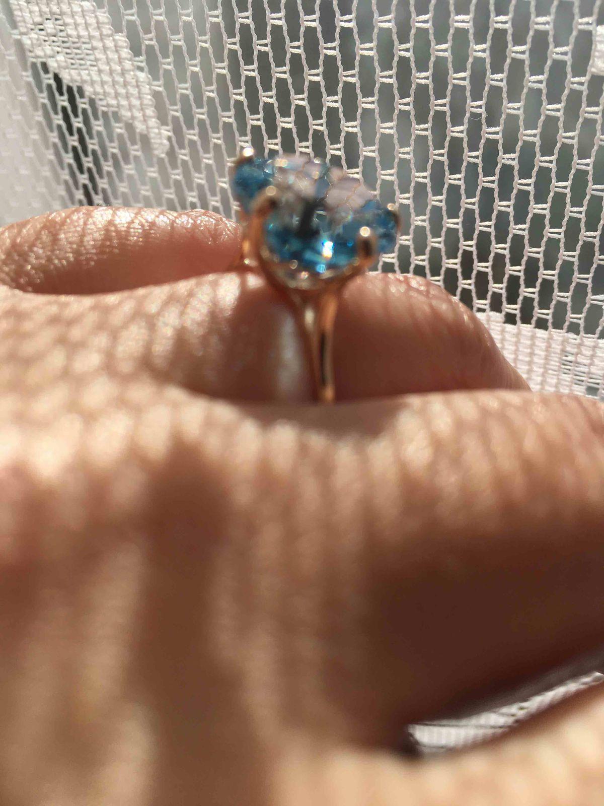 Колечко с голубым топазом