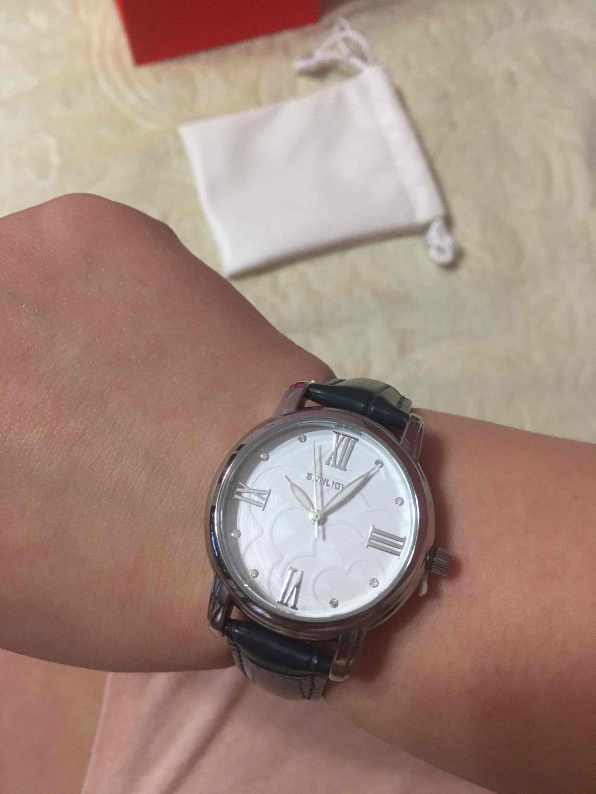 Часы с кожаным ремешком