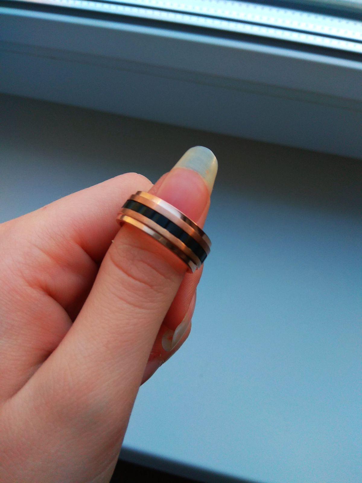 Купила кольцо своему любимому