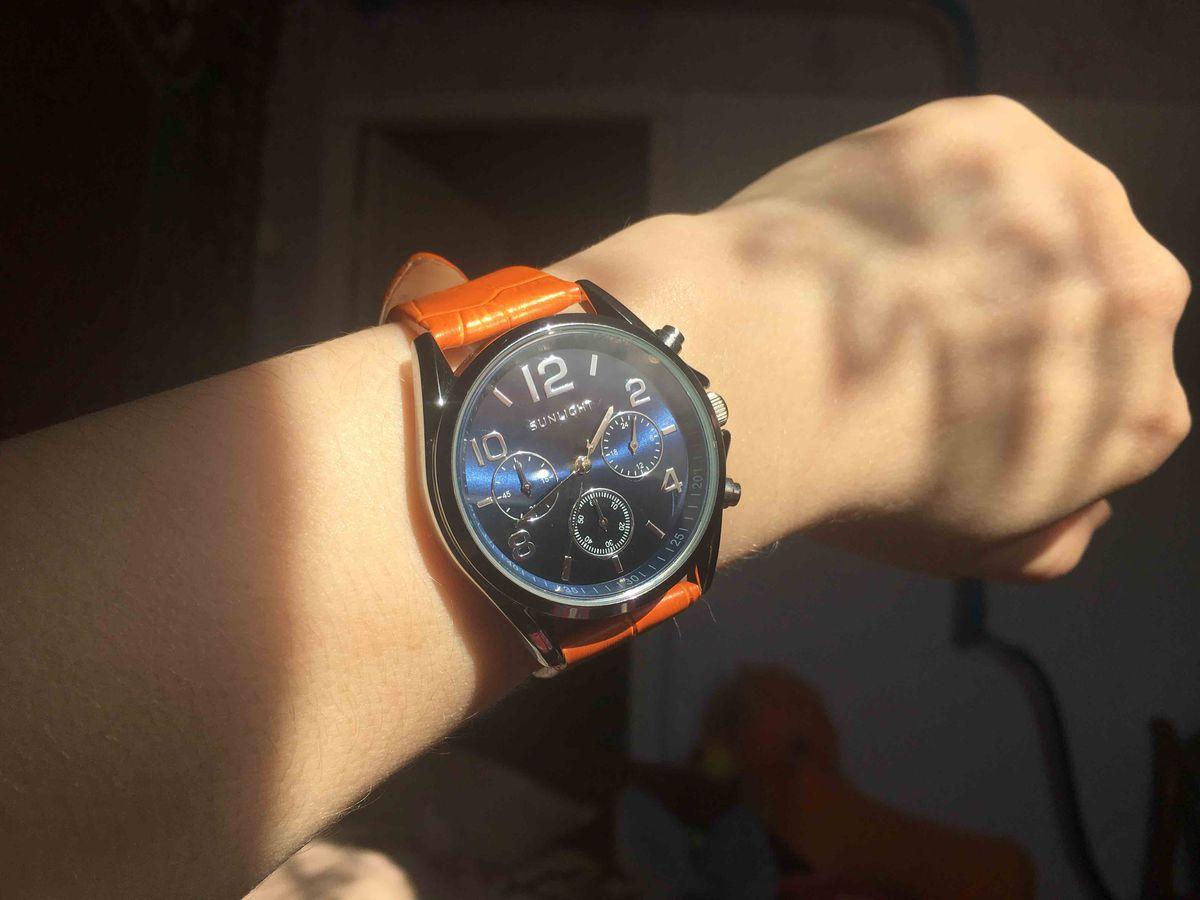 Яркие часы