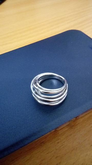 Очень необычное и оригинальное кольцо! Массивность придает ему особый шарм!