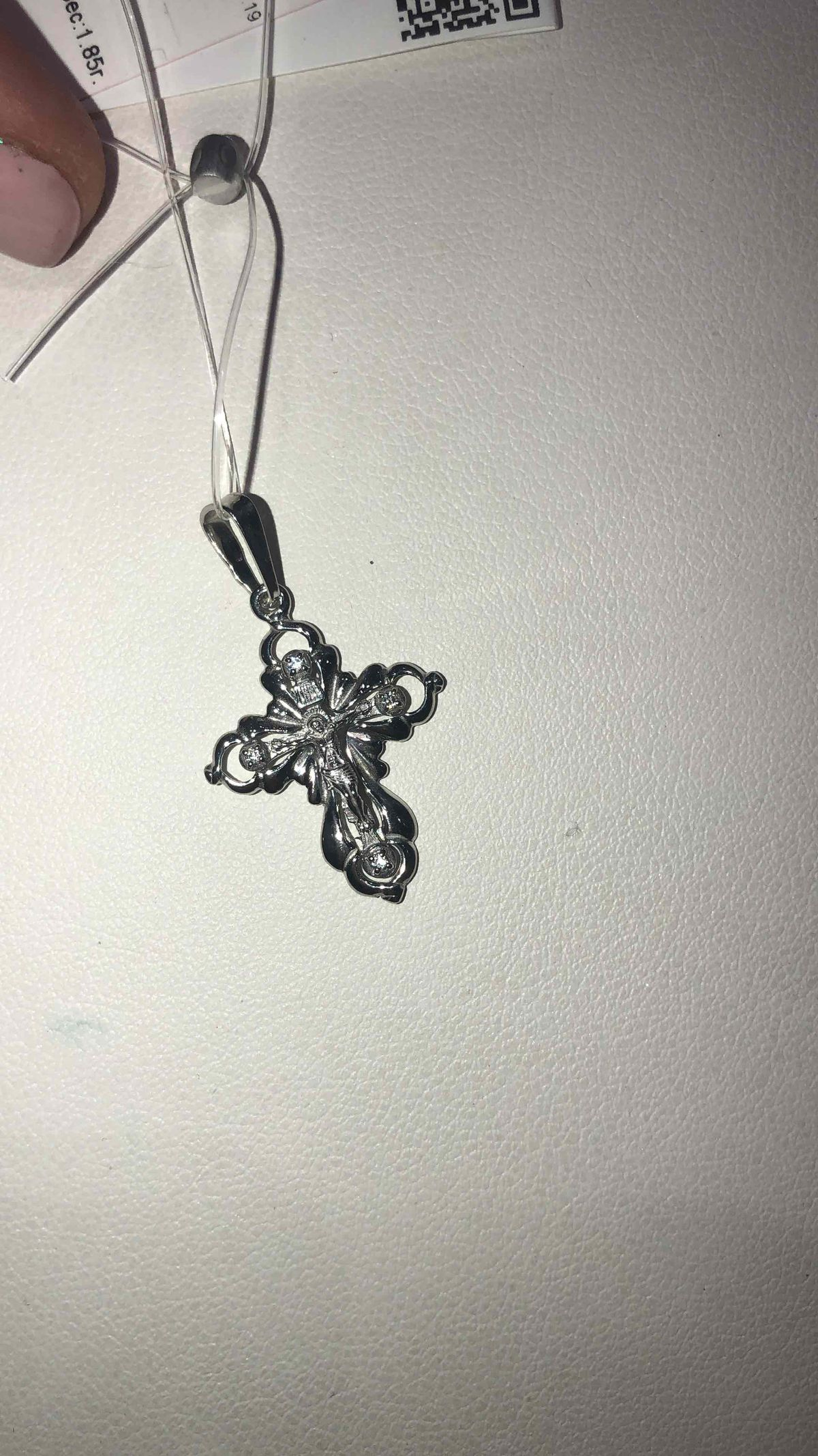 Крестик из белого золота.
