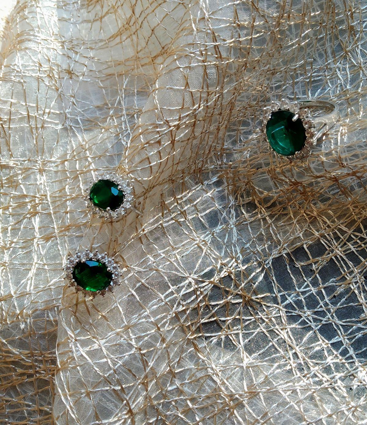Серьги с зелёным фианитом