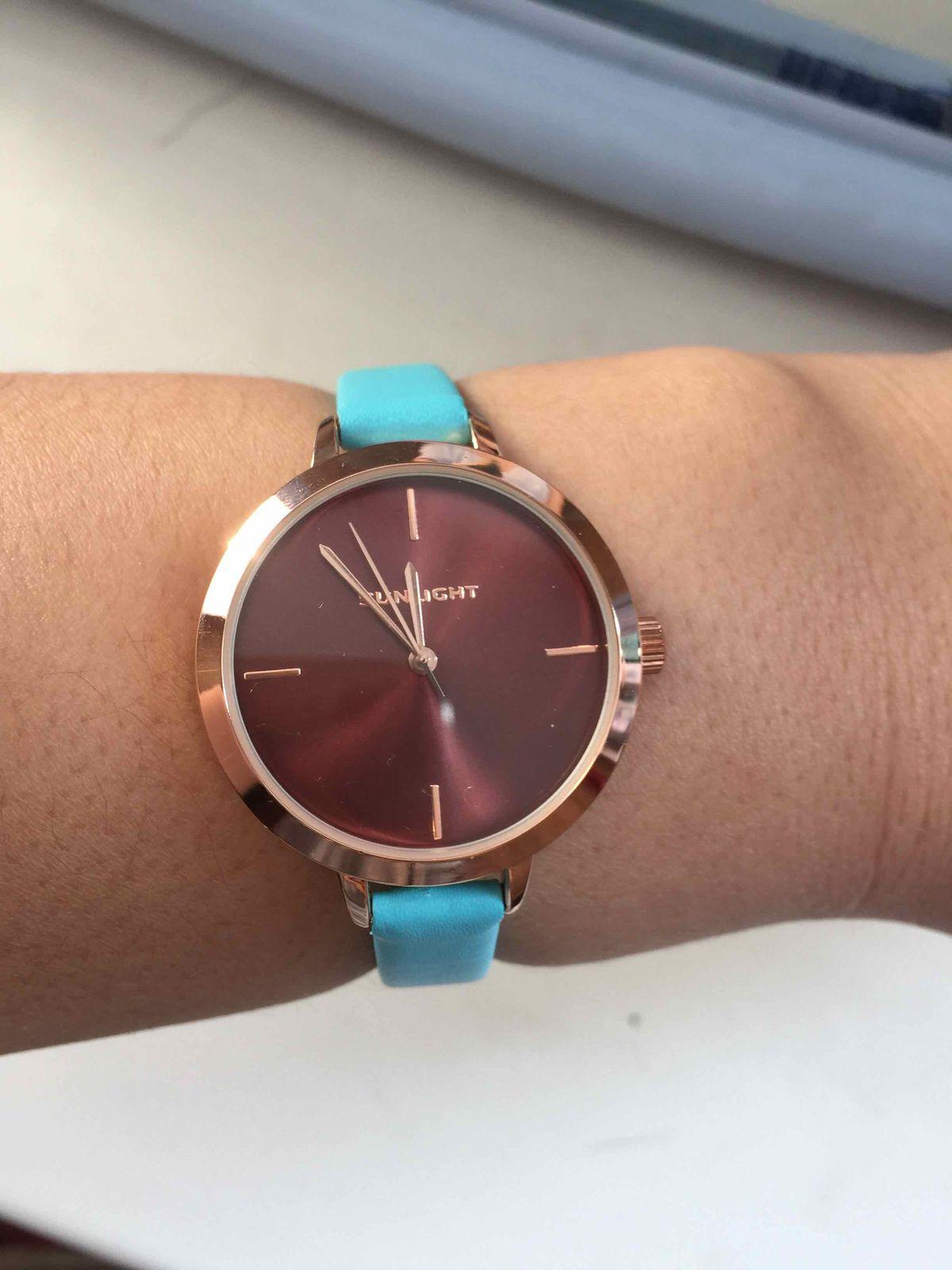 Купила часы очень понравились)))