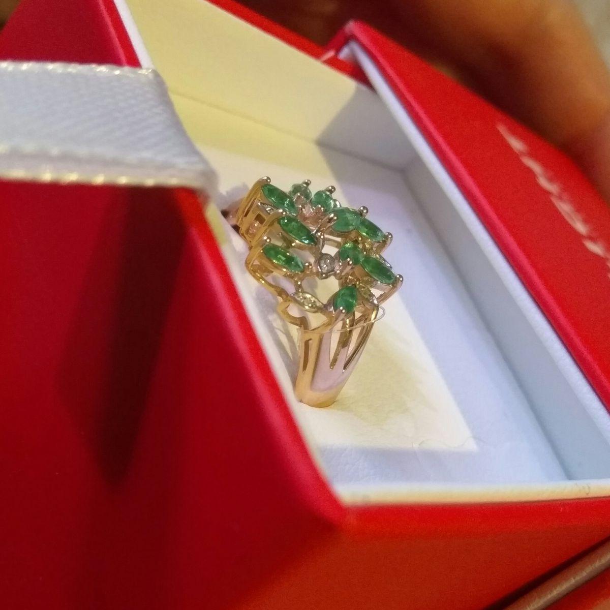 Отличное крупное кольцо с натуральными изумрудами, смотрится дорого 👍