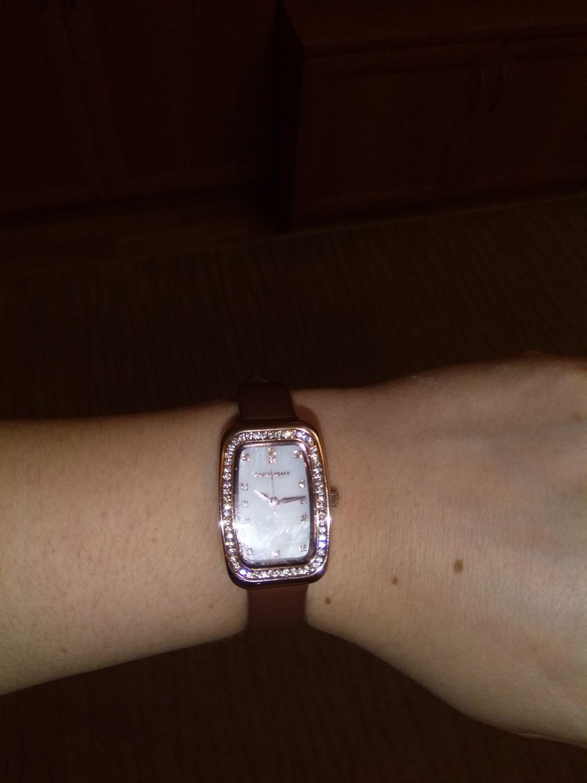 Часы классные, мне очень нравится, изящно, классика всегда в моде
