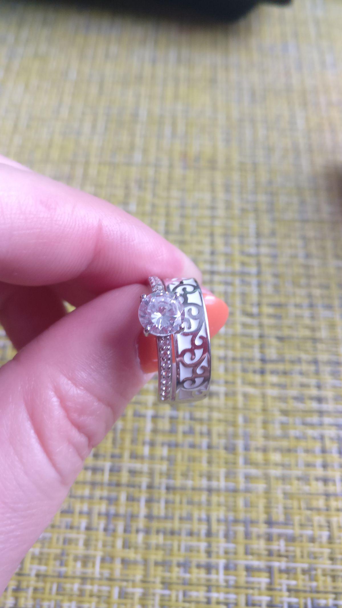 Купила кольцо с эмалью