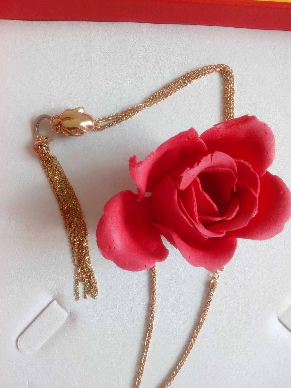 Приобрела подвеску с цепочкой в паре с браслетом, очень довольна покупкой.