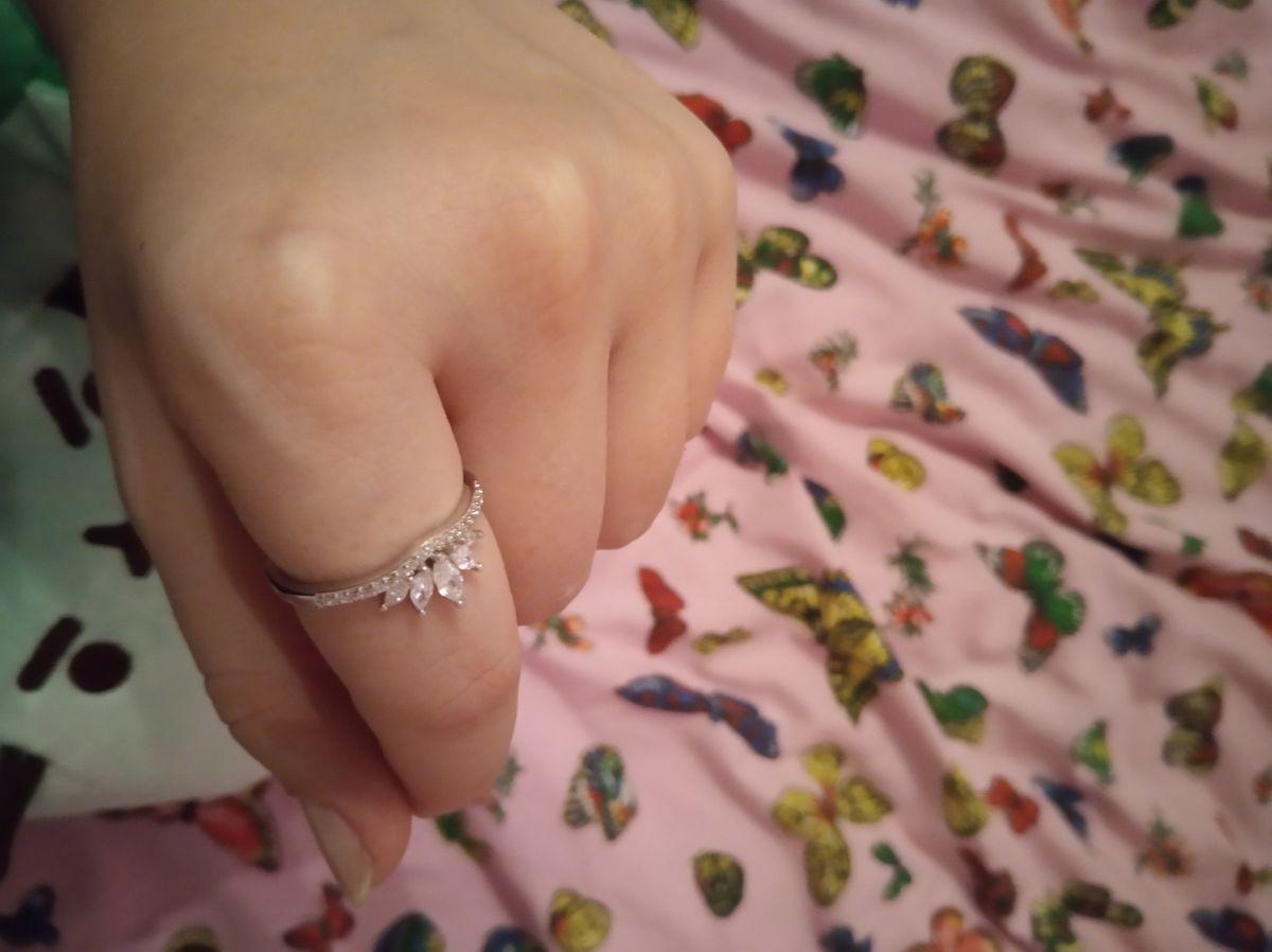 Серебряное кольцо с фианитоми
