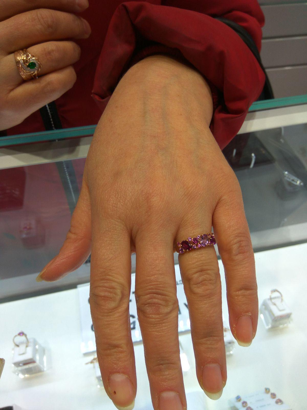 Яркое красивое кольцо