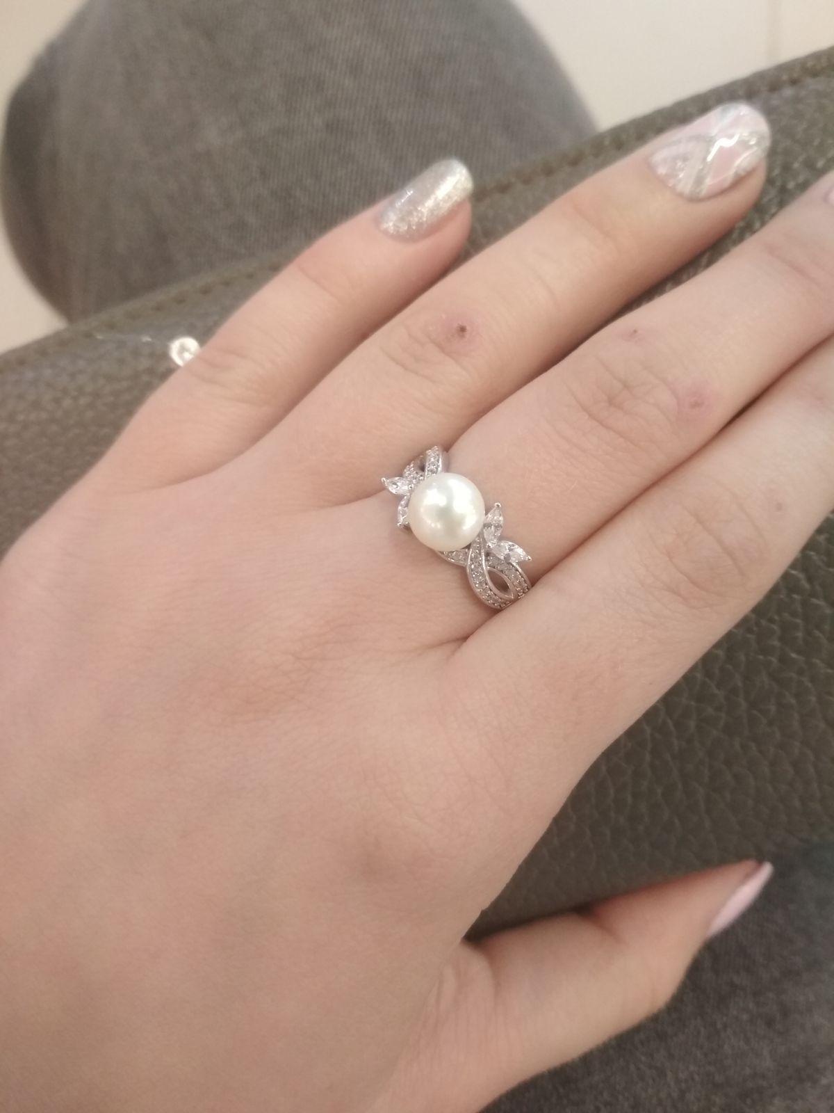 Серебряное кольцо с жемчугом.