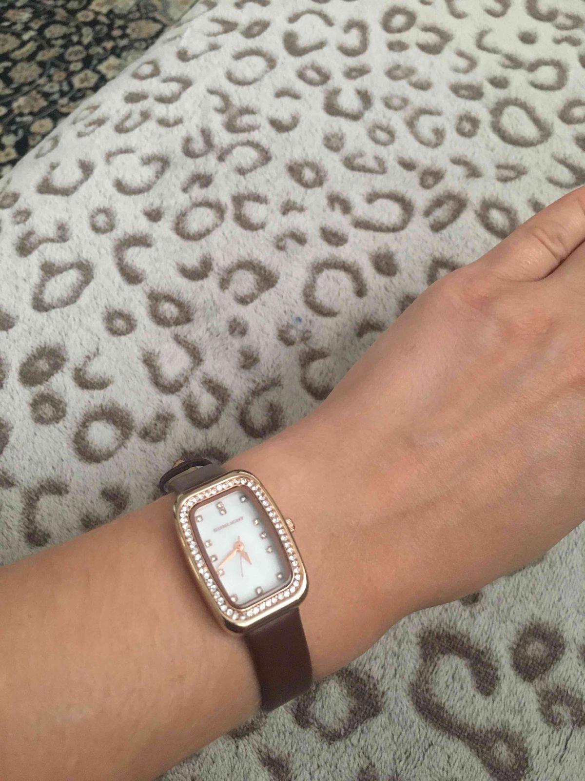 Часы с кристалликами