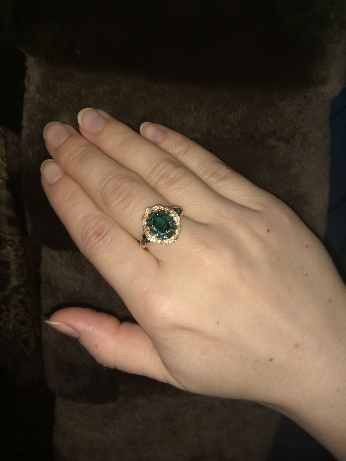 Перстень с изумрудами и брилиантами