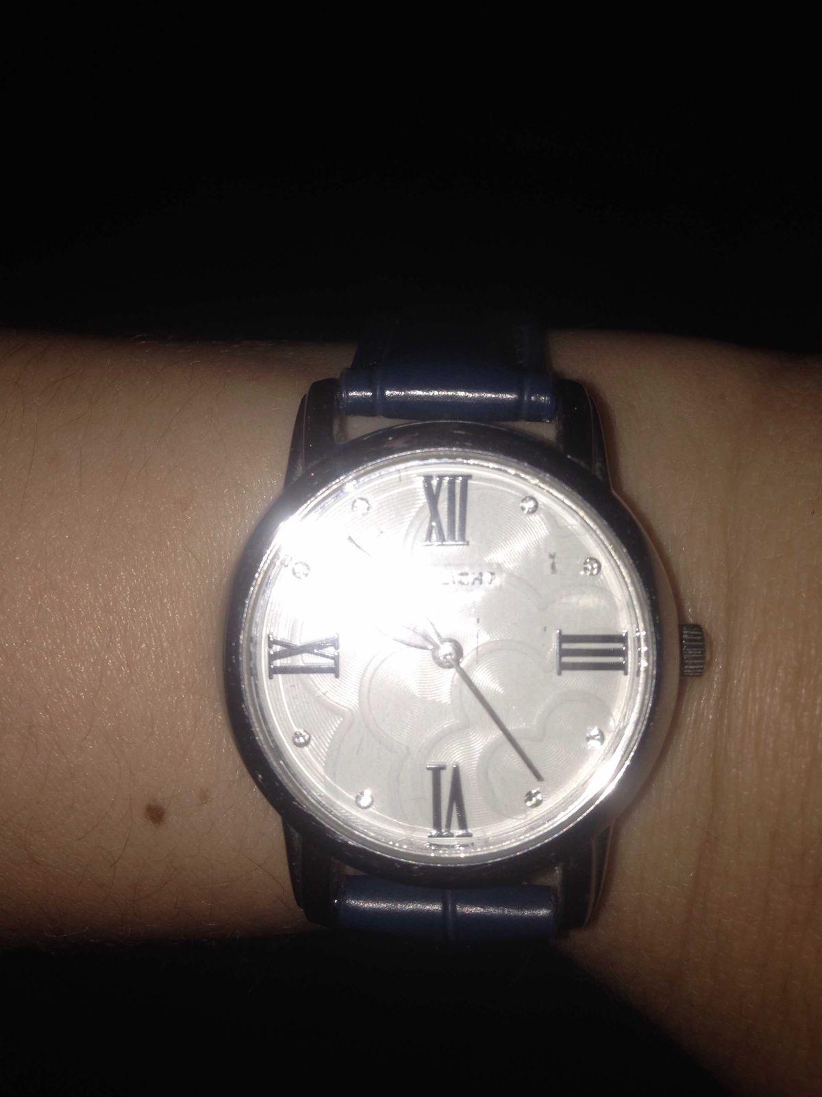 Умопомрачительные часы! мне безумно нравятся! цвет и дизайн, что стрелки!!!