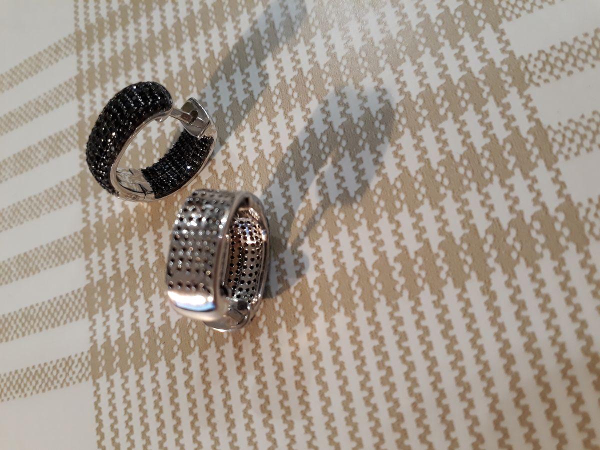 Серебряные серьги с черными фианитами