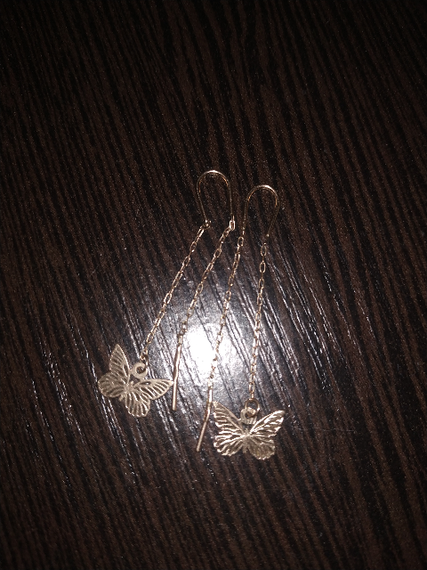Серьги бабочки на цепочке.