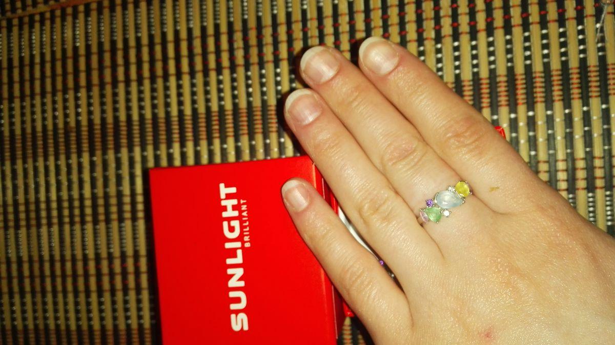Кольцо с цветными камнями
